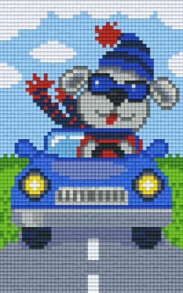 px802090_Pixelset-Grauer-Hund-im-Auto