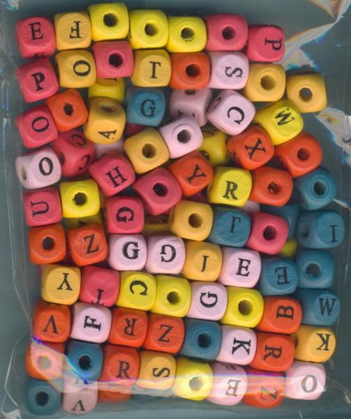 13288_ABC-Bastelperlen-aus-Holz-farbig-sortiert-110-Stück