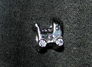 Metallperle Charms Kinderwagen silber