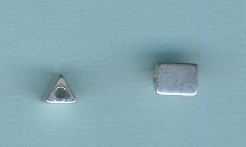 1307891_Metallperle-Zwischenteil-Dreieck-7x5,5mm-silber-matt